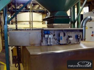 Separator magnetyczny oczyszczany automatycznie